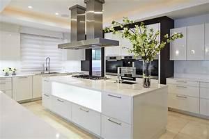 Cuisine amenagee ilot central cuisine en image for Idee deco cuisine avec cuisine aménagée prix