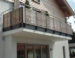 balkon stahlkonstruktion die 25 besten ideen zu geländer balkon auf balkongeländer metall carport holz und