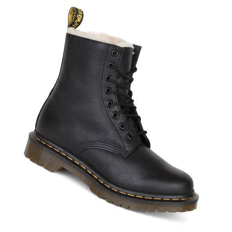 dr martens serena boot damen schwarz gefuetterter winterstiefel aus leder drop inde