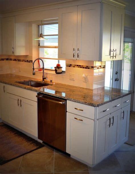 lighting kitchen cabinets kitchen remodel kraftmaid style kitchen 7064