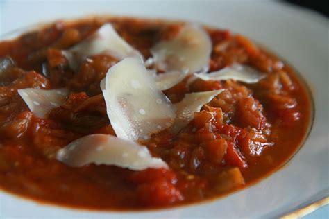 cuisiner les aubergines marmiton ragoût d 39 aubergines à la tomate sous notre toit