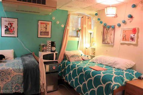 Dorm Rooms : 8 Dorm Room Essentials Every Freshman Should Have