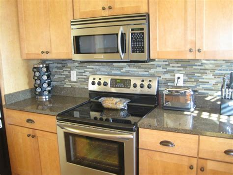 what is a backsplash in kitchen 10 different ways for diy kitchen backsplash elly 39 s diy