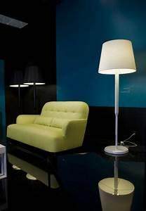 Lampadaire Moderne Salon : un lampadaire fly apporte du style et du charme au salon ~ Teatrodelosmanantiales.com Idées de Décoration