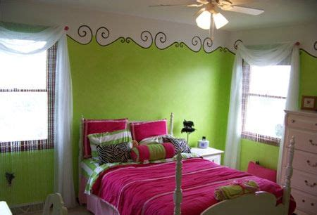 lime green room  adorable stencil trim  top  room