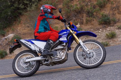Review Yamaha Wr250 R by 2017 Yamaha Wr250r Review A Motorcycle In The Middle