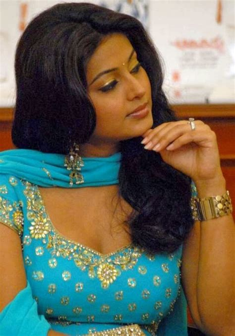 aunty mulai pictures hot aunty  hot actress