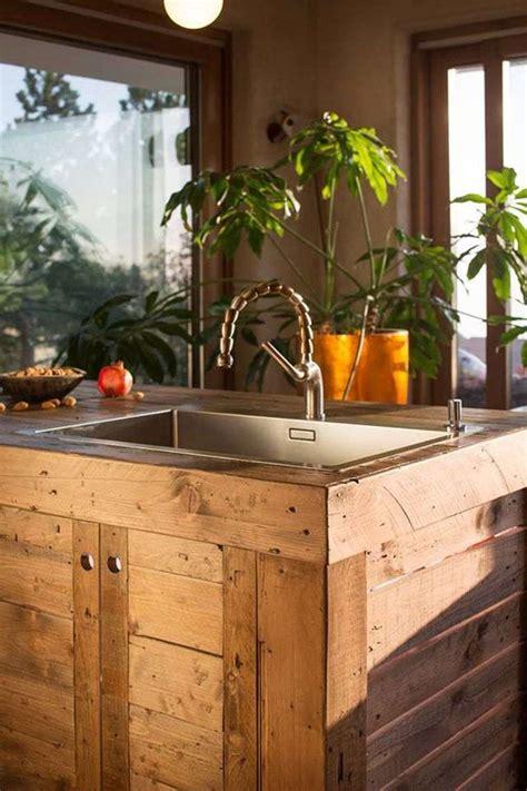 faire un ilot de cuisine îlot central en palette bar et tabourets à faire soi même