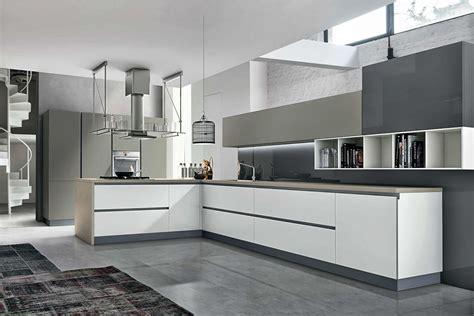 cuisine taupe et bois cuisine design blanc et taupe