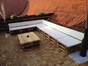Lounge Aus Paletten : terassensofa lounge und tisch aus aufbereiteten europaletten ~ Frokenaadalensverden.com Haus und Dekorationen
