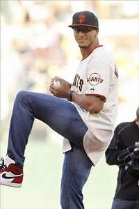 Colin Kaepernick Throws 87 mph First Pitch at San ...