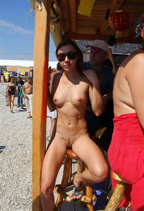 Hot Naked Girl At Very Public Non Nude Beach Russian