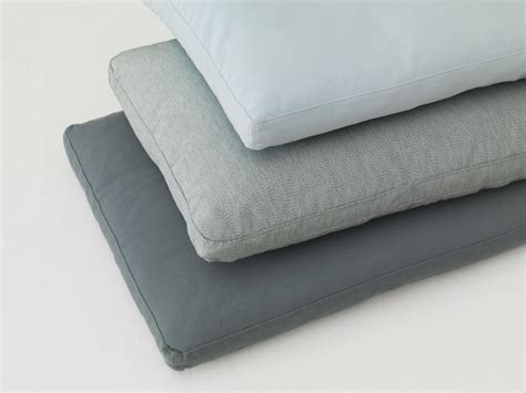 canape coussin coussin rectangulaire en tissu pour canapé pill by zeitraum