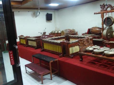 Pa'pompang terbuat dari bambu yang berukuran besar dan kecil, dilubangi kemudian di rangkai. Alat Musik Sasando Berasal Dari Daerah Brainly - Berbagai Alat