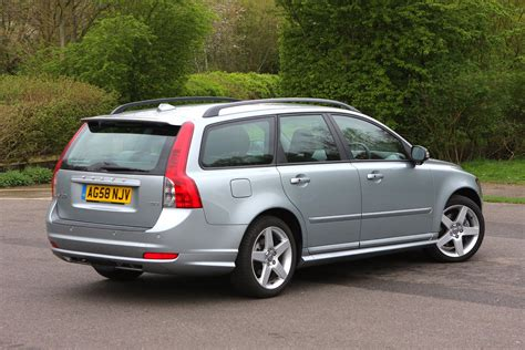 volvo  estate   buying  selling parkers