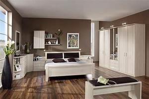 meubles mailleux chambre brune en bois avec parquet With deco avec parquet foncé