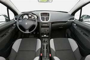 Peugeot 207 Sw 1 4 16v Trendy Face  U00e0 Skoda Fabia Combi 1 4
