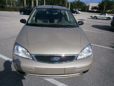 sell   ford focus se wagon  cylinder fwd