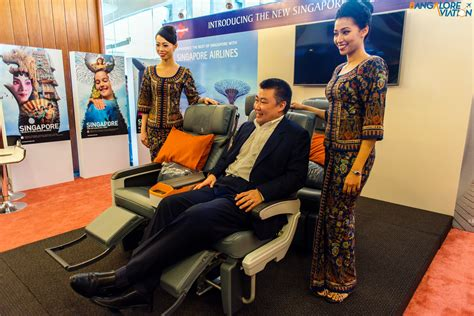 siege premium economy air singapore 39 s premium economy seat is wider than many others