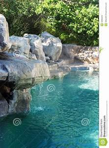 Piscine Avec Cascade : piscine avec la cascade de roche photo stock image 42895263 ~ Premium-room.com Idées de Décoration