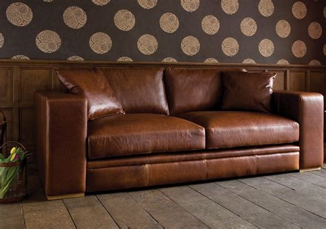 canapé en cuir comment nettoyer un canapé en cuir conseils et photos