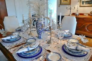 Spode Christmas Tree Plates by How To Set A Trendy Table This Holiday Season