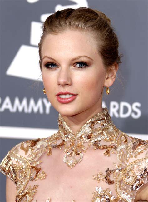 Taylor Swift's Grammy Style Through The Years | Wonder ...
