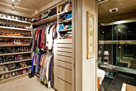 how to organize a lot of clothing in