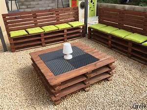Salon De Jardin Palettes : un salon de jardin avec des palettes cabanes abri jardin ~ Farleysfitness.com Idées de Décoration
