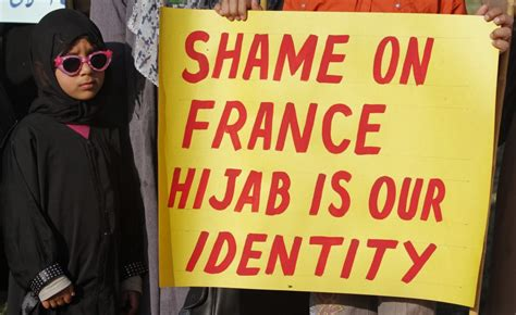 paris police attacked  enforcing burqa ban