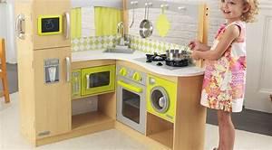 Cuisine Bebe Bois : une cuisine en bois pour b b no l famille en chantier ~ Teatrodelosmanantiales.com Idées de Décoration