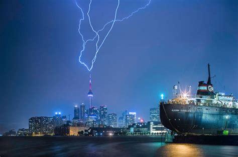 cn tower lightning strikes does