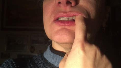 Kinky Grace Gums Finger Brushing