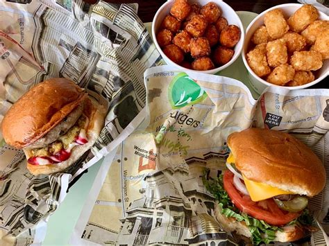wahlburgers grove