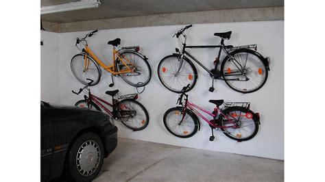 porte vélo mural support de v 233 lo mural pneu et p 233 dale