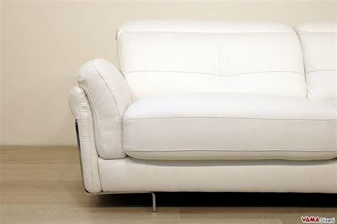 Divano Moderno In Pelle - divano in pelle moderno con poggiatesta per maggiore comfort