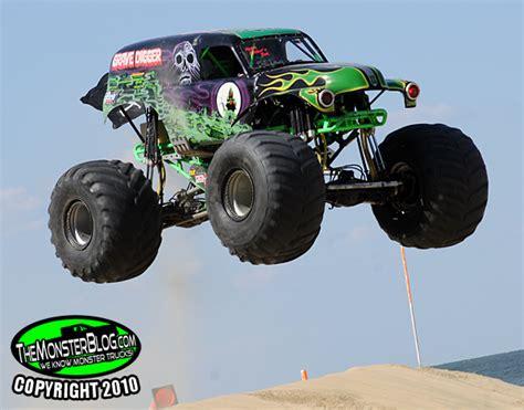 monster truck show boston themonsterblog com we know monster trucks grave