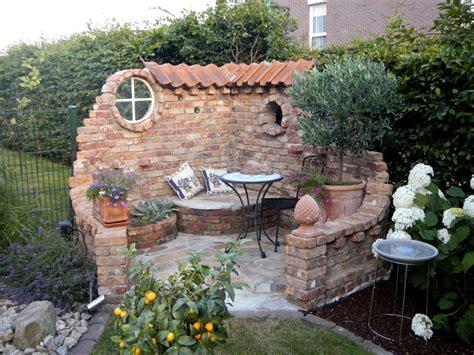 Sitzecke Garten Steinmauer  Nowaday Garden