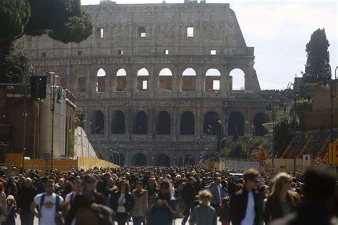 Ingresso Colosseo E Fori Imperiali - colosseo fori imperiali capitolini invasione di turisti