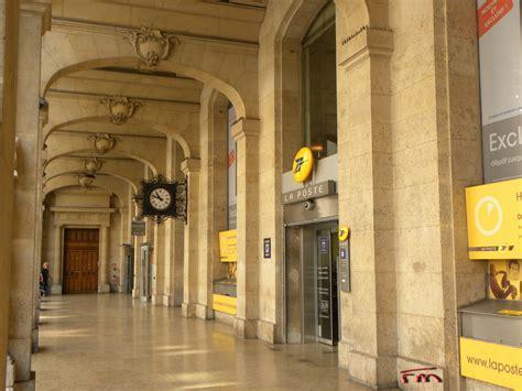 Maël Renouard, La Poste Du Louvre  épicentre De La