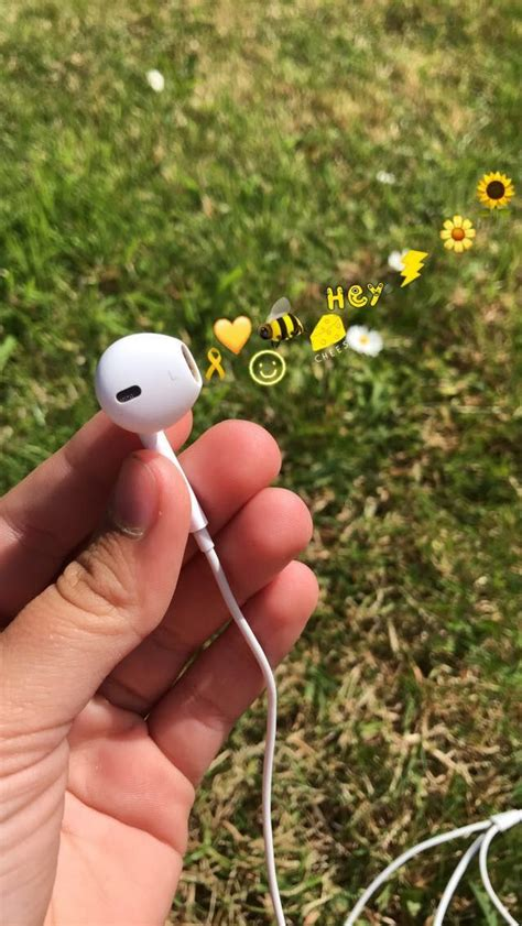 Aesthetic Headphone Iphone Emoji Aesthetic Wallpaper by Headphones Yellow Aesthetic D And D Characters Fotos