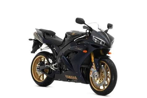Review Yamaha R1 by Yamaha R1 2004 2006 Review Mcn