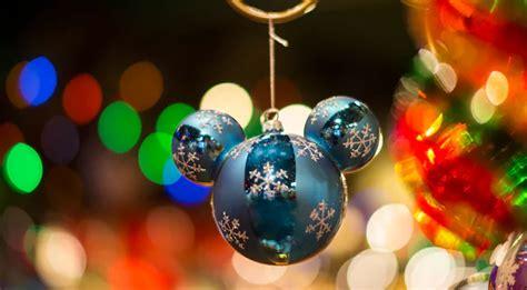 christmas decorations    magic kingdom