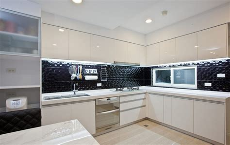 Modern minimalist white kitchen cabinets