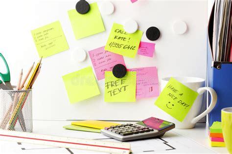 post it bureau desk with 39 post it 39 notes stock image image 31244081