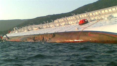 cruise ship sinking off italian coast like titanic