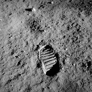 Apollo 11 Neil Armstrong First Step - Pics about space