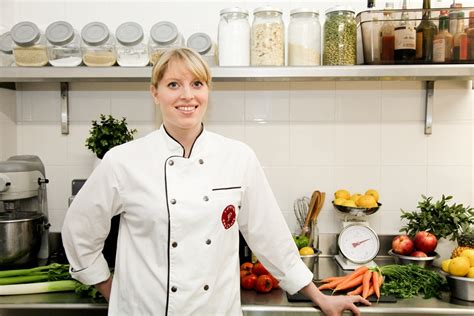 what is a chef de cuisine perrine