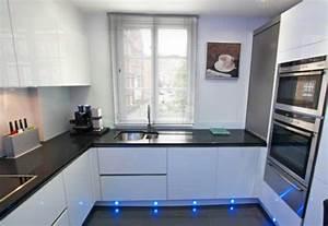 Küchen U Form Bilder : u form k che schwarzer granit und wei er lack k chen pinterest schwarzer granit k che ~ Orissabook.com Haus und Dekorationen