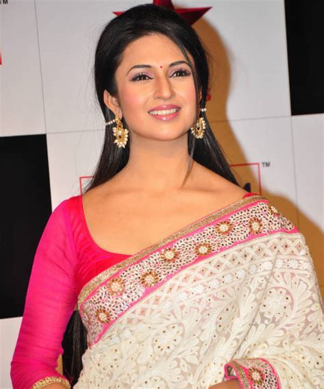 Karan Patel and Aly Goni take care of Divyanka Tripathi in